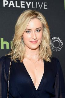 Ashley Johnson [740x1110] [178.59 kb]