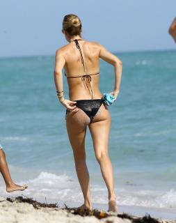 Doutzen Kroes en Bikini [2372x3000] [608.99 kb]