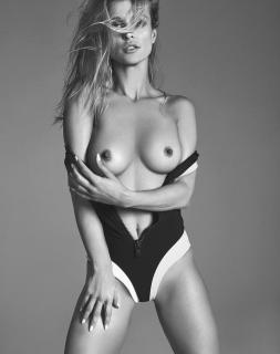 Joanna Krupa en Treats! Magazine Desnuda [3085x3900] [2787.76 kb]
