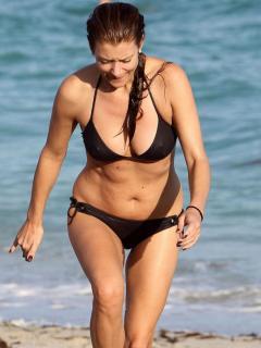 Kate Walsh en Bikini [900x1200] [103.75 kb]