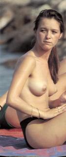 María Esteve en Topless [434x1024] [47.57 kb]