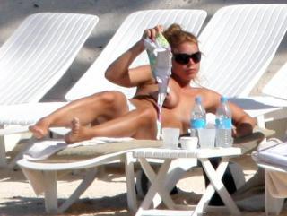 Billie Piper in Topless [748x564] [51.8 kb]