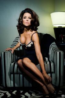 Lisa Rinna in Playboy [1068x1600] [156.35 kb]