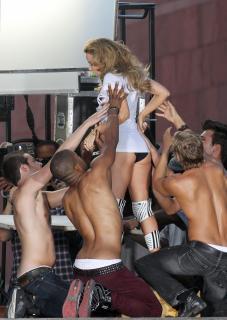 Kylie Minogue [1330x1872] [265.04 kb]