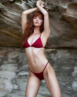 Hannah Rose May en Bikini [959x1199] [178.05 kb]
