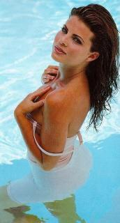 Yasmine Bleeth [378x700] [71.38 kb]