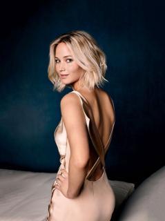 Jennifer Lawrence [957x1280] [164.31 kb]