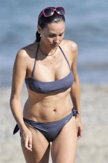 Inés Sastre in Bikini [734x1100] [76.89 kb]