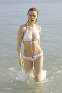 Melissa George en Bikini [1800x2699] [334.01 kb]