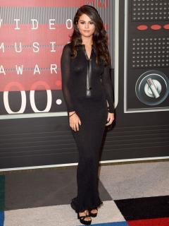 Selena Gomez [760x1013] [171.62 kb]
