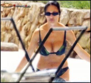 Maria Grazia Cucinotta en Bikini [760x696] [71.54 kb]