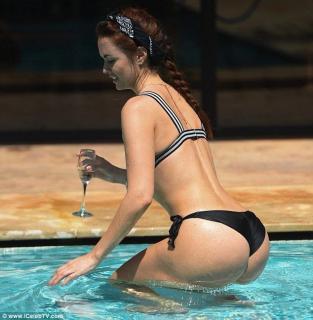 Jennifer Metcalfe en Bikini [634x648] [102.15 kb]