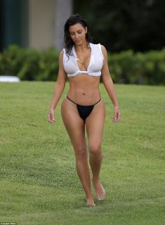 Kim Kardashian [962x1307] [332.03 kb]