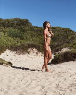Cristina Marino en Bikini [1080x1349] [346.07 kb]