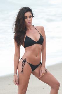 Jasmine Waltz en Bikini [2093x3146] [556.68 kb]