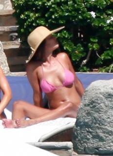 Vanessa Lachey en Bikini [760x1044] [92.8 kb]
