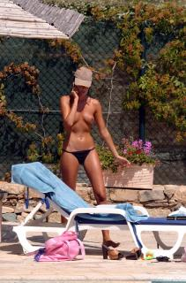 Alessia Merz in Topless [1700x2567] [555.45 kb]