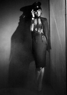Katie Holmes [587x831] [83.02 kb]