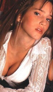 Luisana Lopilato [555x960] [123.42 kb]