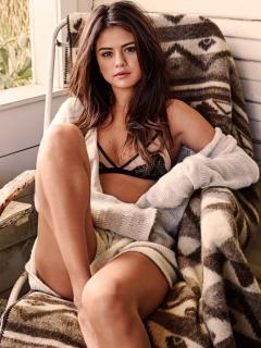 Selena Gomez [1500x2000] [779.44 kb]
