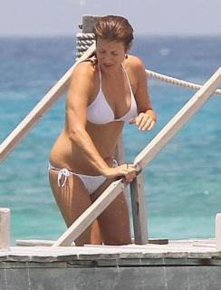 Kate Walsh en Bikini [800x1049] [73.36 kb]