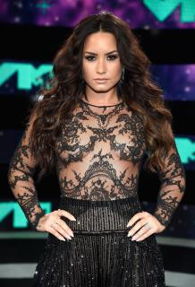 Demi Lovato [2665x3900] [2863.77 kb]