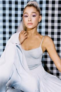 Ariana Grande [740x1116] [143.63 kb]