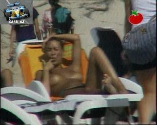 Vania Millán in Topless [720x576] [100.26 kb]