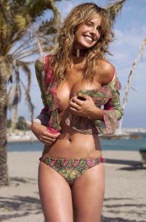 Estefanía Luyk dans Bikini [1280x1934] [264.52 kb]