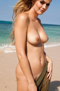 Nina Bott en Playboy Desnuda [1066x1600] [270.68 kb]