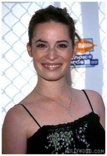 Holly Marie Combs [308x450] [25.13 kb]