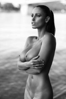 Lucia Javorcekova Desnuda [450x675] [50.49 kb]