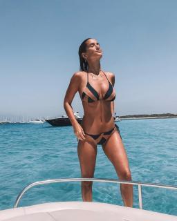 María Pombo in Bikini [1080x1350] [208.29 kb]