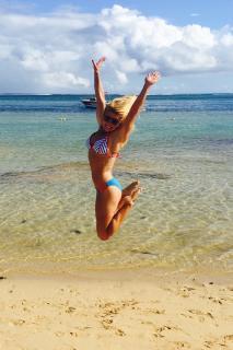 Carly Booth en Bikini [720x1080] [193.47 kb]