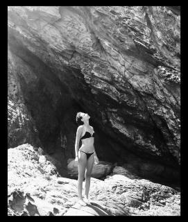 Michelle Jenner en Bikini [1080x1271] [391.12 kb]