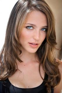Jessica Rothe [300x451] [35.41 kb]