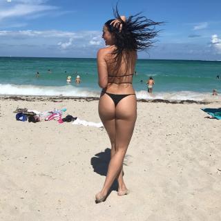 Natalie Martinez en Bikini [1080x1080] [313.87 kb]
