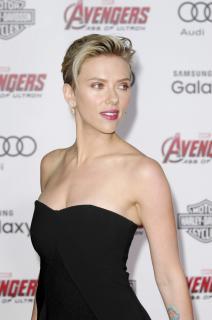 Scarlett Johansson [1600x2408] [347.41 kb]