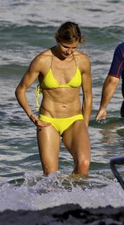 Cameron Diaz in Bikini [667x1200] [127.76 kb]