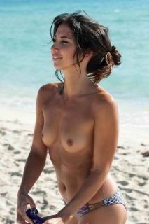 Leilani Dowding en Topless [1200x1800] [189.5 kb]