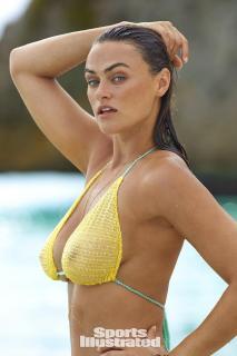 Myla Dalbesio en Si Swimsuit 2017 [1280x1920] [295.43 kb]