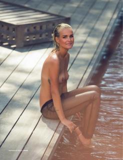 Laeticia Hallyday en Lui Magazine Desnuda [970x1261] [188.06 kb]