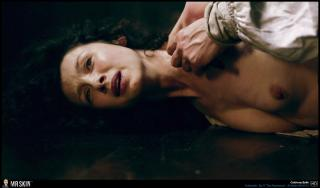 Caitriona Balfe en Outlander Desnuda [1940x1140] [324.59 kb]