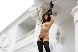 Nina Daniele en Playboy Desnuda [2880x1920] [384.03 kb]