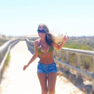 Inma Rodríguez en Bikini [1080x1080] [94.11 kb]