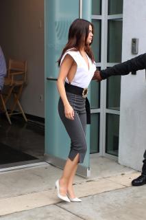 Selena Gomez [2100x3150] [867.99 kb]