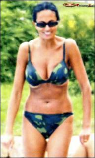 Maria Grazia Cucinotta en Bikini [760x1256] [195.21 kb]
