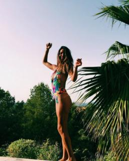 Laura Matamoros en Bikini [1200x1493] [298.14 kb]