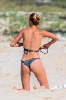 Kelly Rohrbach en Bikini [1633x2449] [515.78 kb]