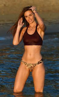 Jennifer Metcalfe en Bikini [2200x3599] [806.87 kb]